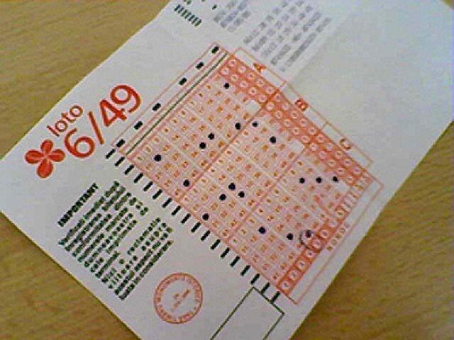 Loto 6/49: Doua castiguri de cate 16 milioane lei, la extragerea speciala de Anul Nou
