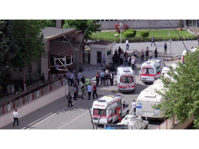 Turcia: Un mort si cinci raniti intr-un atac cu masina-capcana