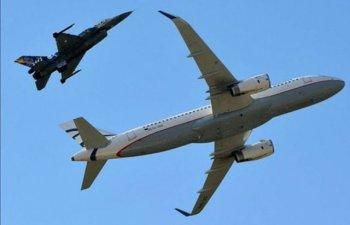 [VIDEO] Doua F16 au interceptat un avion deasupra Greciei, pilotii adormisera cu 140 de pasageri la bord