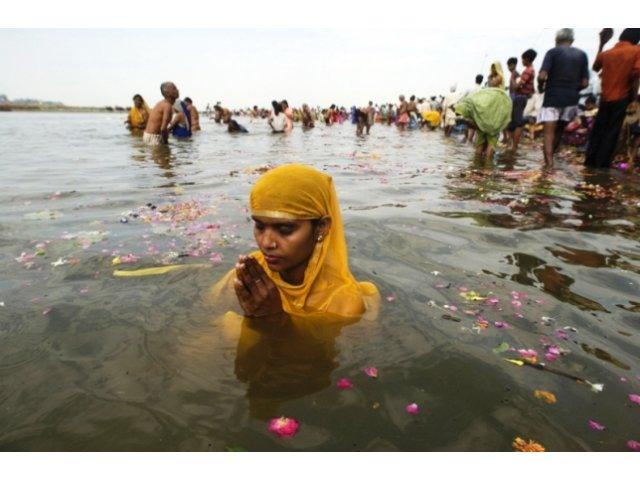 Guvernul indian vrea sa vanda pe Internet apa din fluviul sacru Gange