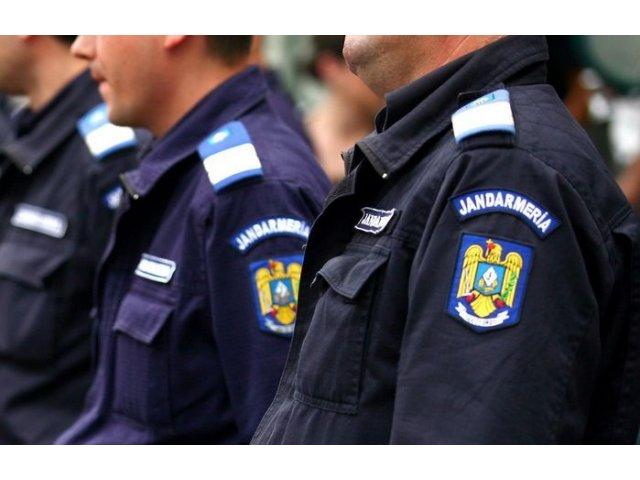 [VIDEO] Jandarmii au confiscat steagul secuiesc arborat ilegal la Miercurea Ciuc