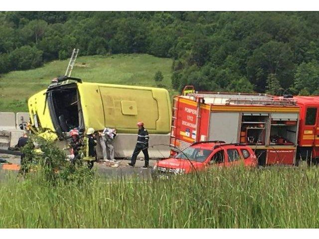 Politia Brasov: Copiii din autocarul implicat in accident au varste cuprinse intre 12 si 17 ani