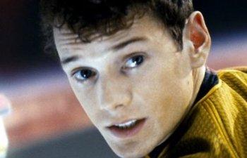 """A murit actorul Anton Yelchin, cunoscut pentru rolul din noul """"Star Trek"""""""