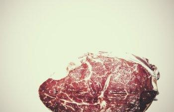 Cat de nociva este carnea rosie? 7 motive care te fac sa te gandesti de doua ori inainte de a o consuma