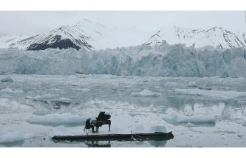 [VIDEO] Ludovico Einaudi canta in Oceanul Arctic