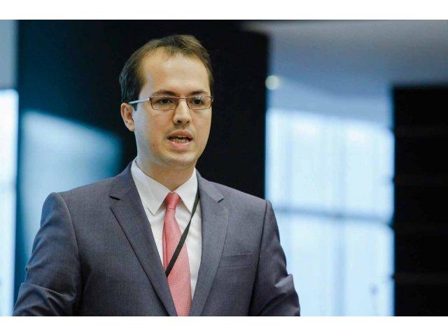 [INTERVIU] Andi Cristea, europarlamentar PSD: Guvernul Ciolos sa iasa din zona de moliciune / Republica Moldova este pe drumul cel bun