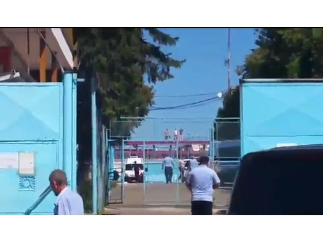 """Prison break"" moldovenesc: Rascoala puscariasilor din Iasi si Botosani! S-au urcat pe acoperis"
