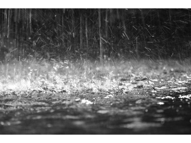Dupa caldura vin ploile: Cod galben de canicula si furtuni, in jumatate de tara