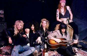 Membrii Guns N'Roses, retinuti la vama canadiana pentru posesia unei arme de foc