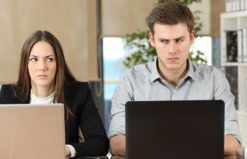 7 obiceiuri la serviciu care ii fac pe colegi sa te urasca
