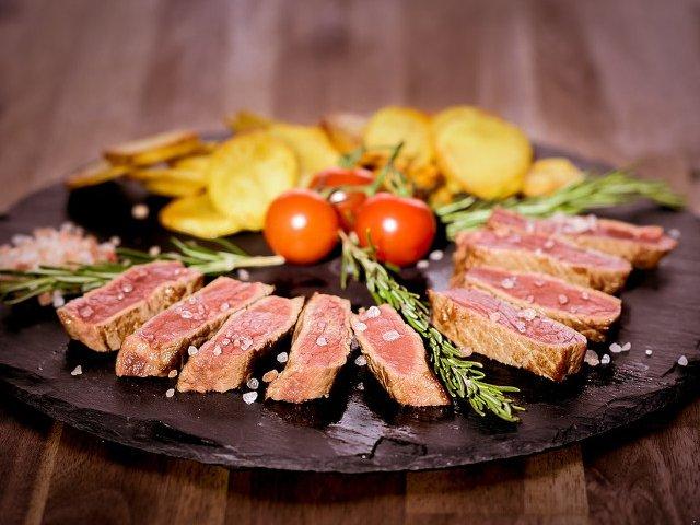 Riscul la care te expui atunci cand mananci multa carne