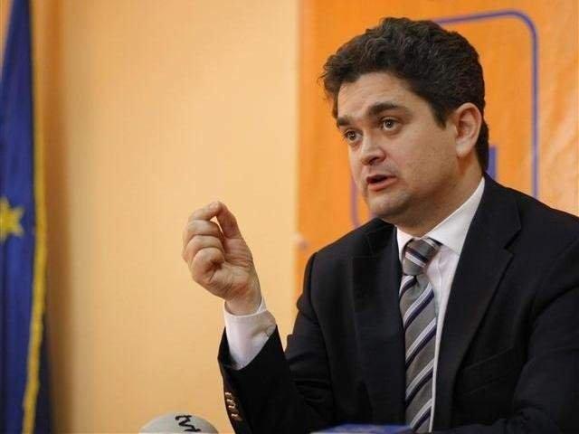 Paleologu solicita ajutorul sustinatorilor sai pentru a putea candida independent in Parlament