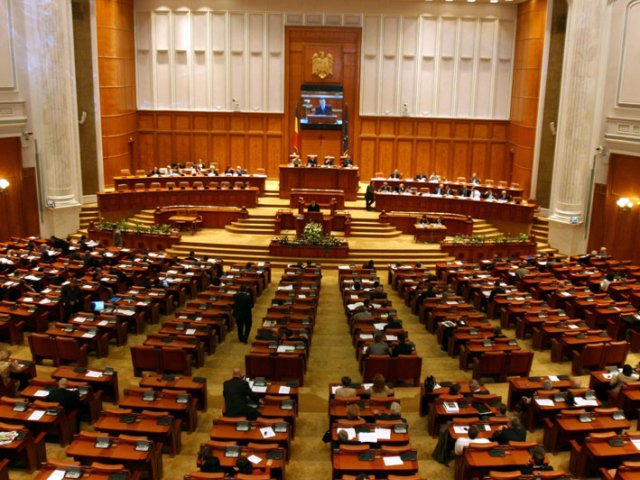 Camera Deputatilor cumpara pe final de legislatura 430 de calculatoare si 55 de laptopuri pentru activitatea alesilor