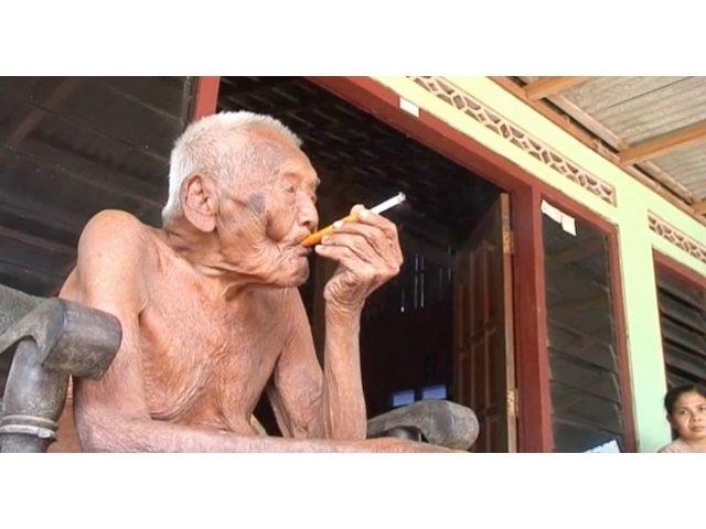 """""""Cel mai longeviv om din lume"""", un indonezian in varsta de 145 de ani, spune ca este pregatit sa moara"""
