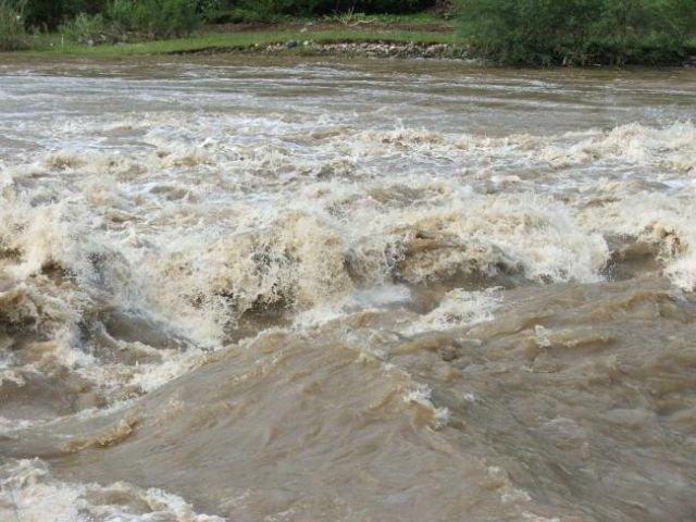 Inundatiile fac ravagii in India! Cel putin 300 de morti si 200.000 de oameni fara adapost
