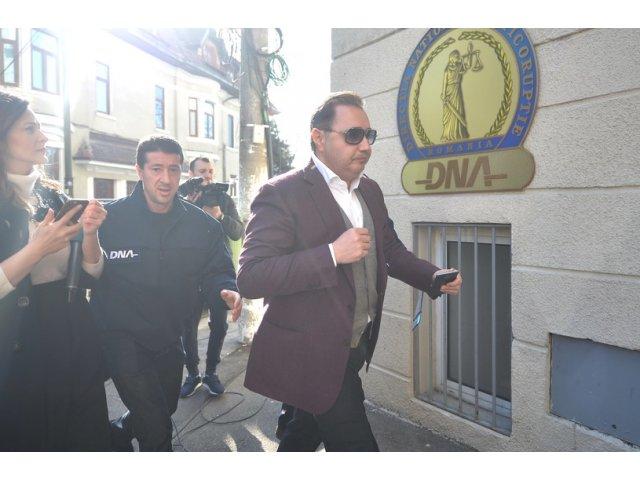 Rizea, despre Dragnea: Singurul presedinte de partid din Romania condamnat e acest taranus cu sosete flausate albe