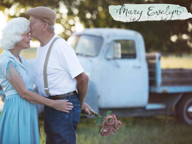 [FOTO] Au sarbatorit 57 de ani de casnicie cu o sedinta foto iesita din comun
