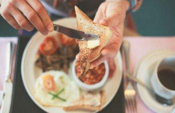 Idei pentru un mic dejun rapid: 5 preparate gata in 5 minute sau mai putin