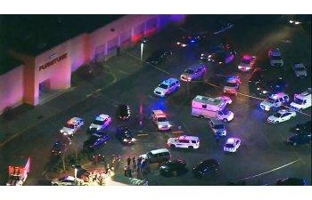 Patru morti intr-un atac armat la un mall in SUA