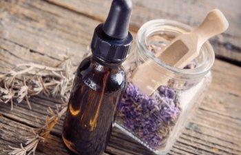 Uita tot ce stiai! 6 mituri despre uleiurile faciale in care sa nu mai crezi