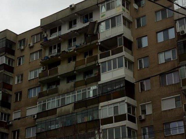Vantul puternic din Capitala a smuls un balcon intreg in cartierul Berceni