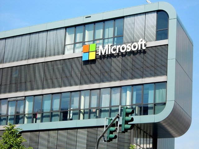 Microsoft si Code.org lanseaza Minecraft Hour of Code Designer, un tutorial de programare gratuit pentru elevi si profesori