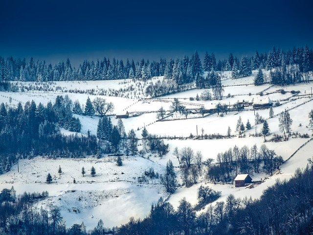 Cele 10 destinatii UNICE pentru a petrece o vacanta de iarna magica. Romania, in top