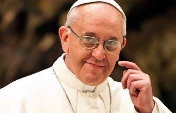 Papa, indurerat, se roaga pentru odihna lui Fidel Castro