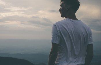 5 ganduri toxice care iti saboteaza fericirea