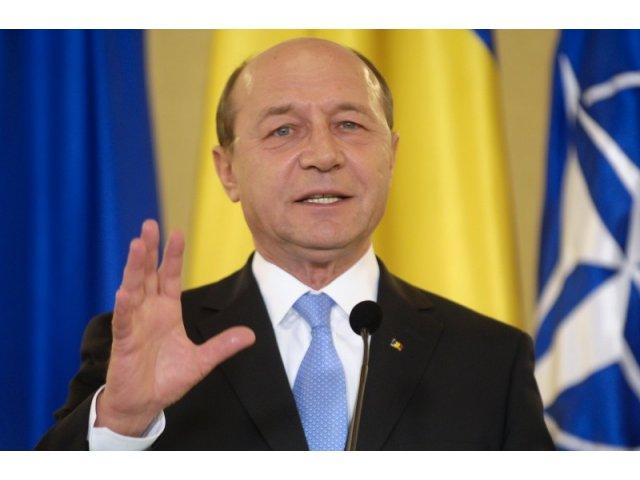 Basescu vrea dezbatere cu Dragnea si Gorghiu