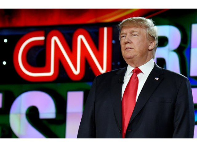 [VIDEO] CNN si-a cerut scuze dupa ce o producatoare a glumit ca avionul lui Donald Trump s-ar fi prabusit