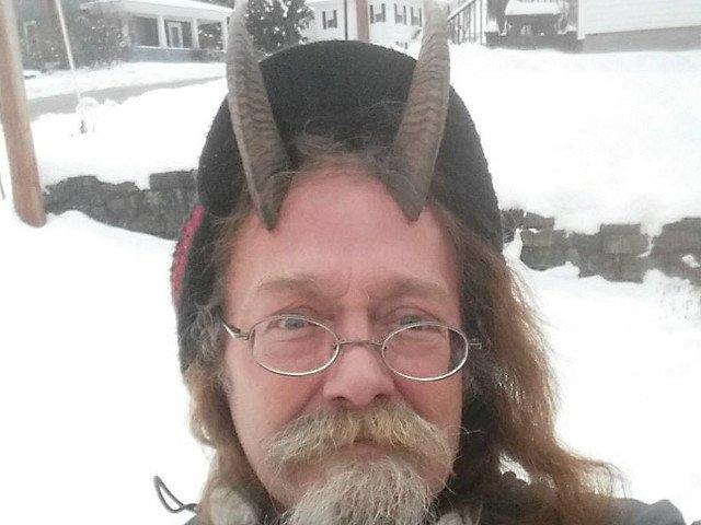 Un american a castigat dreptul de a purta coarne de capra in fotografia pentru permisul auto