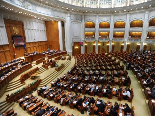 [Foto] Protest in Parlament, la juramantul lui Liviu Dragnea. Ce s-a intamplat in sala