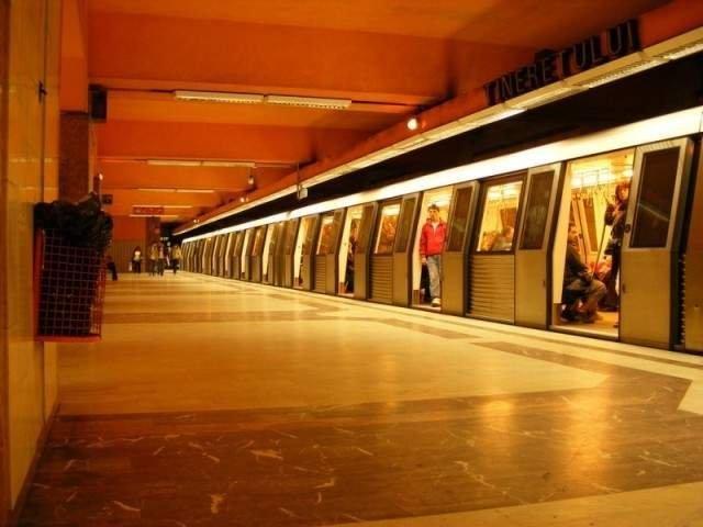 Metroul va circula de Craciun la un interval de 9 minute