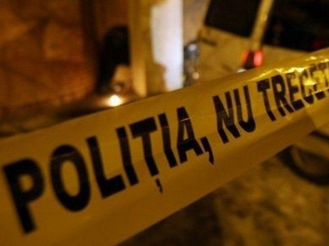 Batran din Iasi, ucis si imbracat in haine de femeie