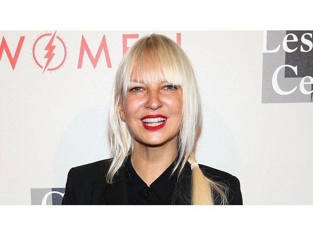 Cantareata Sia a depus actele de divort, dupa doi ani de casnicie cu cineastul Erik Anders Lang