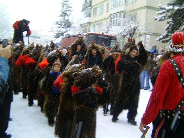 [VIDEO] Jocul Ursului, una dintre traditiile romanesti de Anul Nou, relatat de The Telegraph si AFP