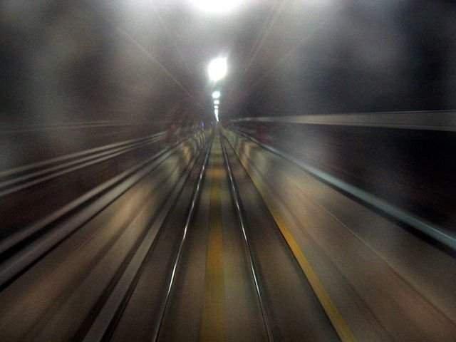 Pana de curent la metrou. Calatorii au fost nevoiti sa mearga prin bezna
