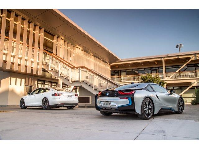 [VIDEO] Tesla vs BMW i8 - bataila masinilor cu propulsie electrica