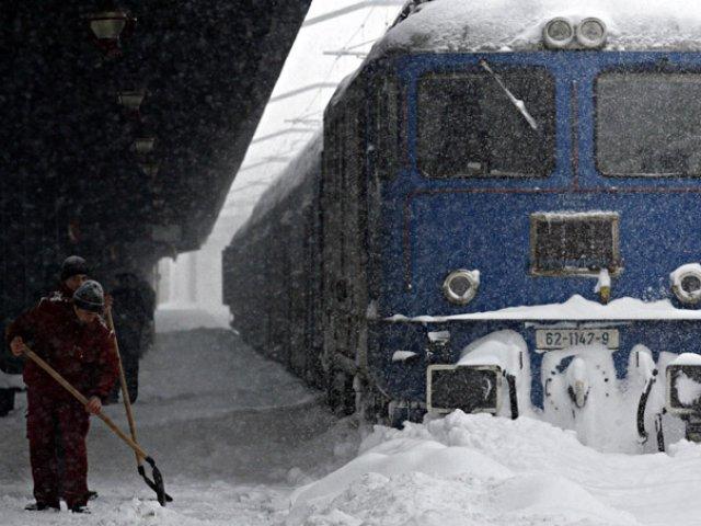 CFR Calatori: 99 de trenuri sunt anulate joi in sudul si estul tarii