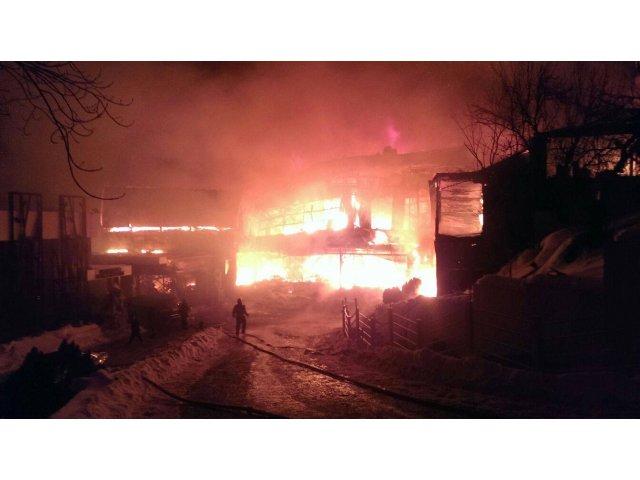 [UPDATE] [VIDEO] Incendiu devastator in clubul Bamboo din Bucuresti. 40 de tineri au ajuns la spital