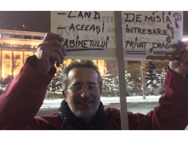 Primul protestatar a ajuns in Piata Victoriei de la ora 4 - VIDEO