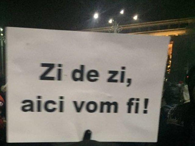 Peste 100 de oameni in Piata Victoriei, in a 23-a zi de manifestatii
