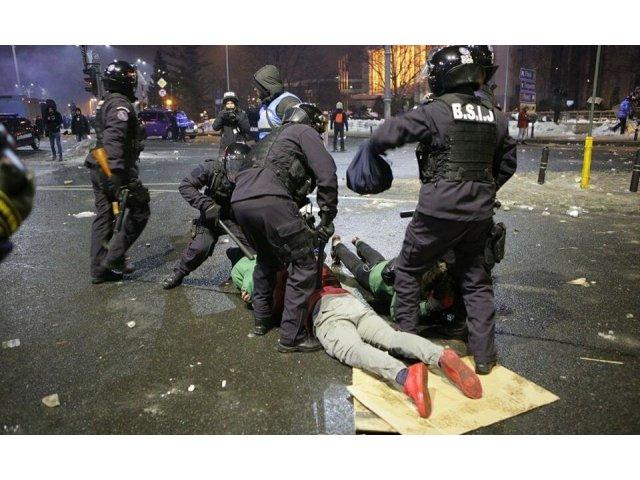 Opt persoane au fost retinute pentru violentele de la manifestatiile din Piata Victoriei