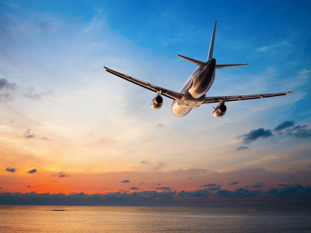 7 secrete despre zborul cu avionul pe care doar stewardesele le stiu