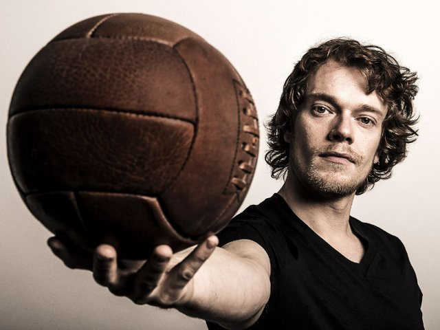 Istoria fotbalului englez cu Alfie Allen, in exclusivitate pe History
