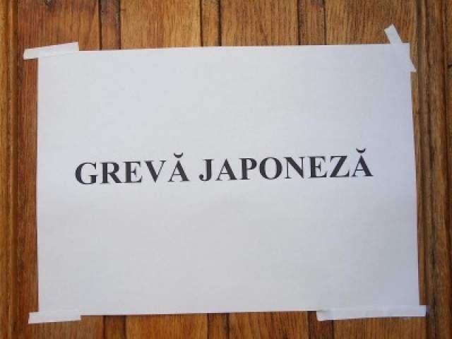 Angajatii Ministerului Tineretului si Sportului, in greva japoneza