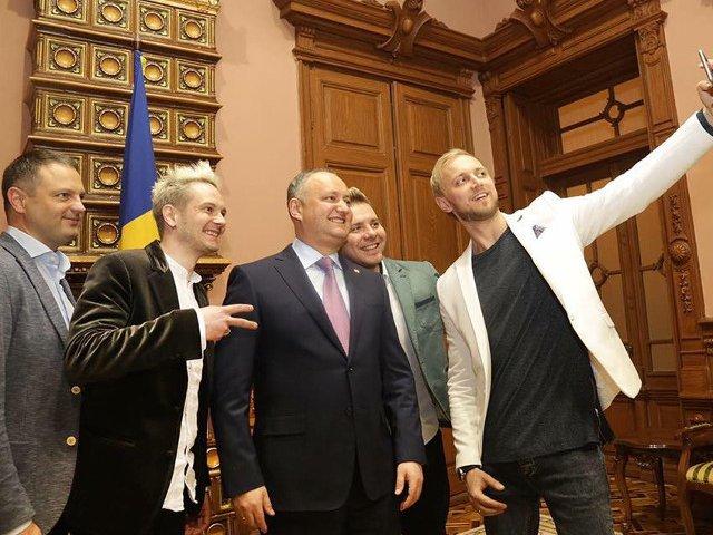 Igor Dodon s-a intalnit cu trupa Sunstroke Project, care va reprezenta R. Moldova la Eurovision