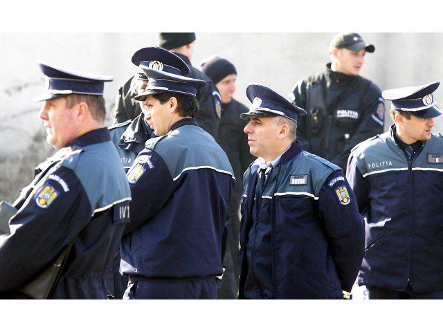 Actiune de amploare a politistilor la transportatorii de persoane si elevi: 4.600 de autovehicule verificate, 2.220 de amenzi, 209 permise retinute