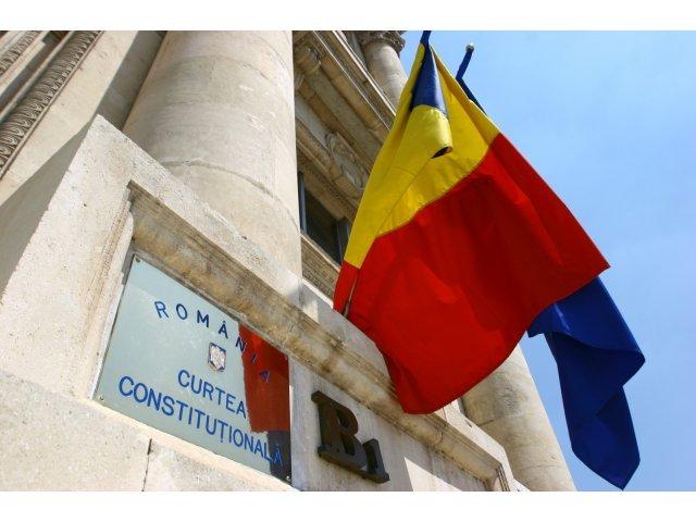 CCR: Avocatii condamnati penal nu mai pot profesa